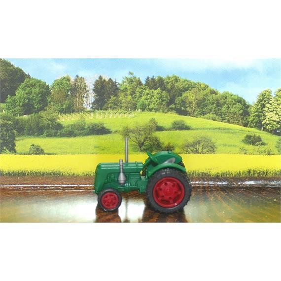 Busch 005700 Traktor Famulus Zwilling grün N