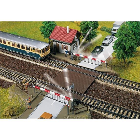 Faller 120174 elektrischer Bahnübergang mit Schrankenwärterhaus Spur H0