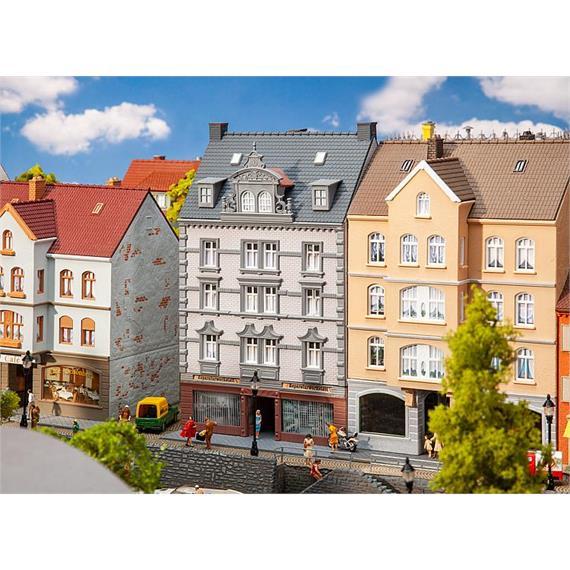 Faller 130705 Stadthaus mit Reparaturwerkstatt, HO