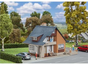 Faller 131504 Wohnhaus mit Balkon, H0 1:87