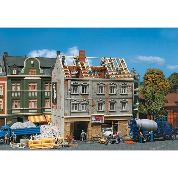 Faller Stadthaus in Renovierung Spur H0