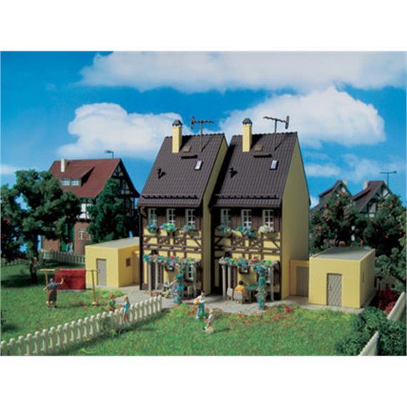 Vollmer Fachwerk Doppelhaus mit Garagen Spur H0