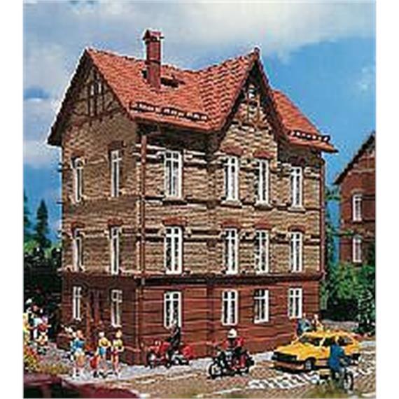 Wohnhaus am Bahndamm Spur H0