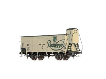"""BRAWA 67481 gedeckter Güterwagen (Tw) T """"Radeberger"""" DR N"""
