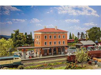 """Faller 110135 Bayrischer Bahnhof """"Weisenbach"""" HO"""