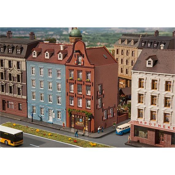 Faller 232334 Altstadthaus mit Zigarrenladen
