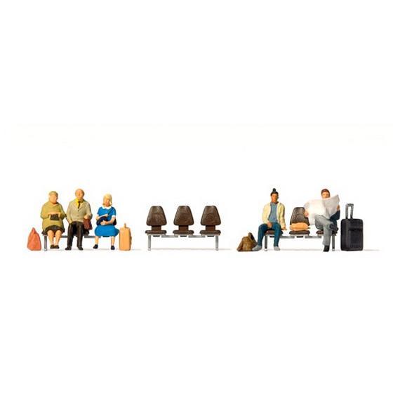 Preiser 10660 Fünf wartende Reisende, drei Sitzreihen