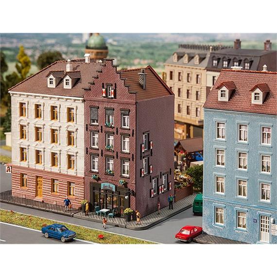 Faller 232334 Altstadthaus mit Bar
