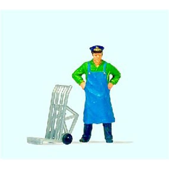 Preiser 28125 Dienstmann stehend mit Gepäckkarre HO